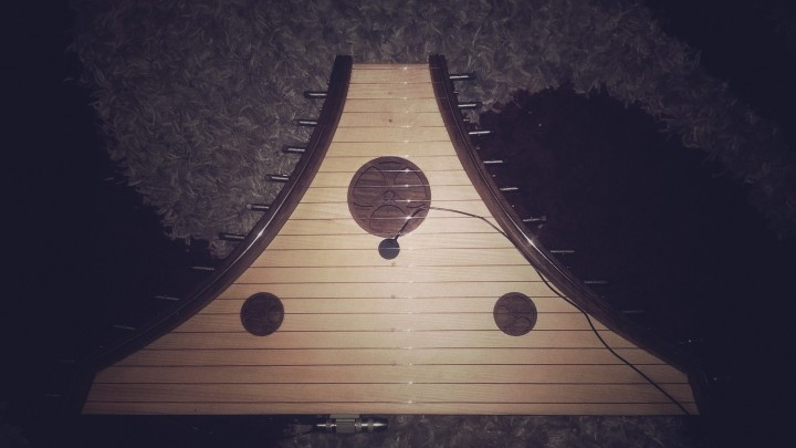 The Psaltery - very kindly on load from the Liverpool University Players. Has been augmented with a Fishman SBT-HP Transducer Pickup.